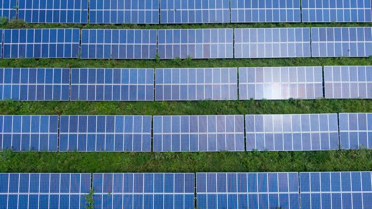 La paradoja del sector fotovoltaico en España, en comparación con Europa: mayor rentabilidad pero menor inversión.